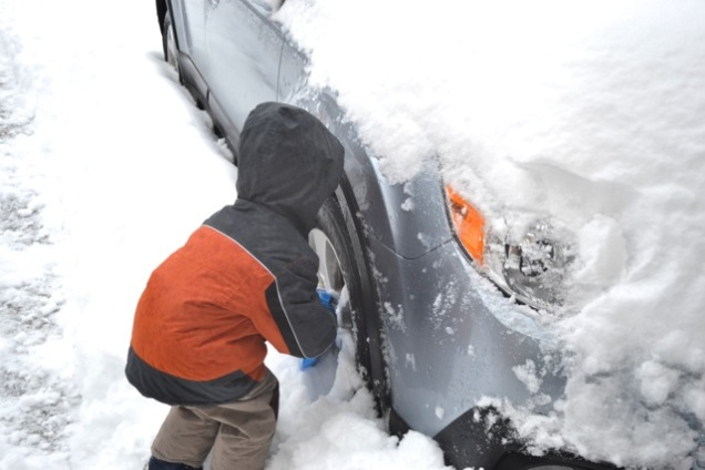 snow car clearing