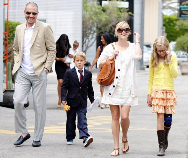 1364322487_reese-witherspoon-jim-toth-ava-deacon-lg